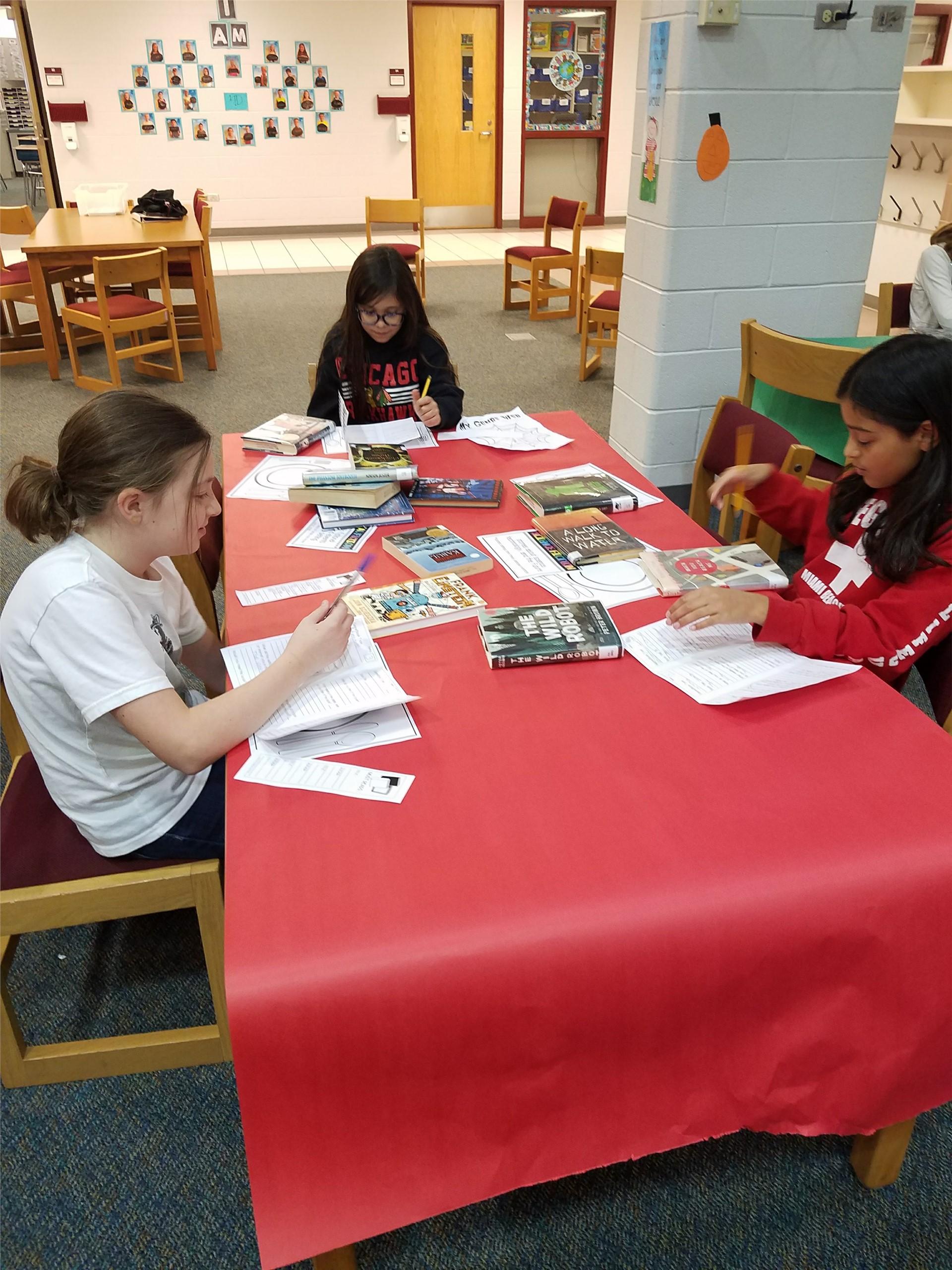Students collaborating in Geneva 304