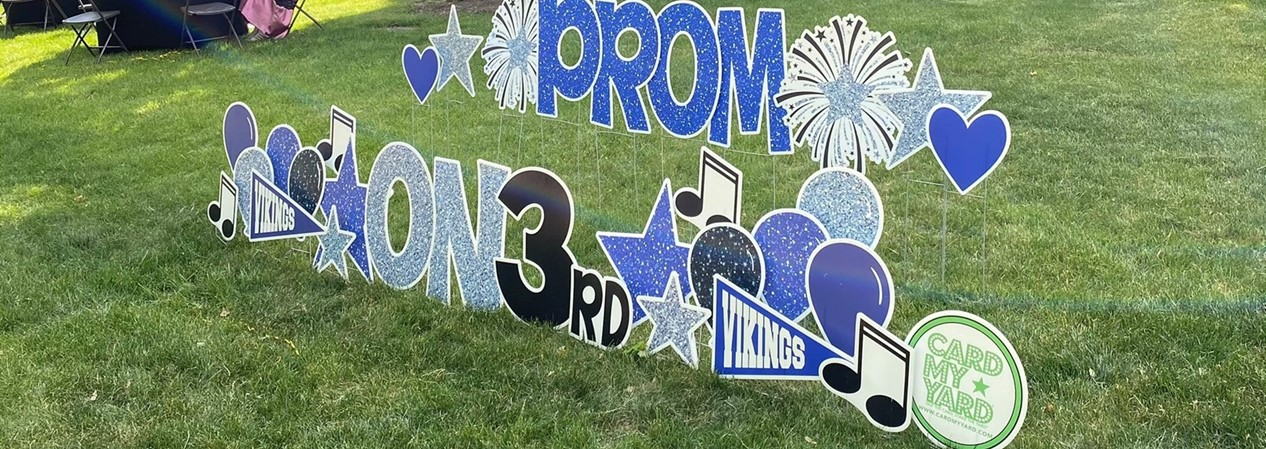 Prom on Third Courtyard Sign